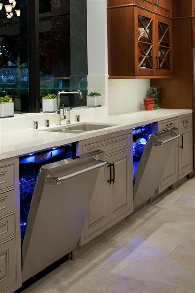 Thermador Home Appliance Blog Red Wine White Wine And Blue Light The Freedom Collection Wine Column And Star Sapphire Dishwasher Are A Dynamic Duo For Home Entertainers Thermador Home Appliance Blog