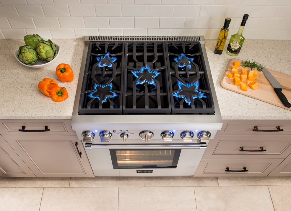 One Extremely Versatile Liance Thermador Introduced Earlier This Year Is An Ideal Solution For Many Of These Remodeling Projects The 30 Five Burner Pro