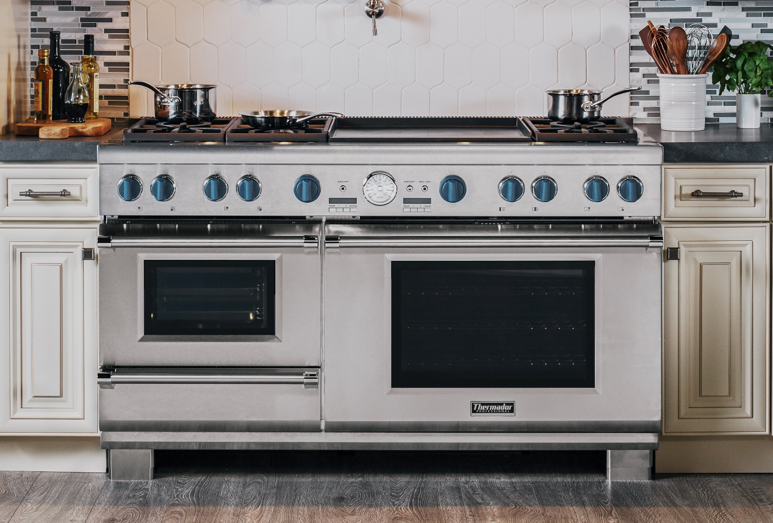 Thermador Home Appliance Blog 60 Inch Pro Grand Steam Range With Blue Knobs Thermador Home Appliance Blog